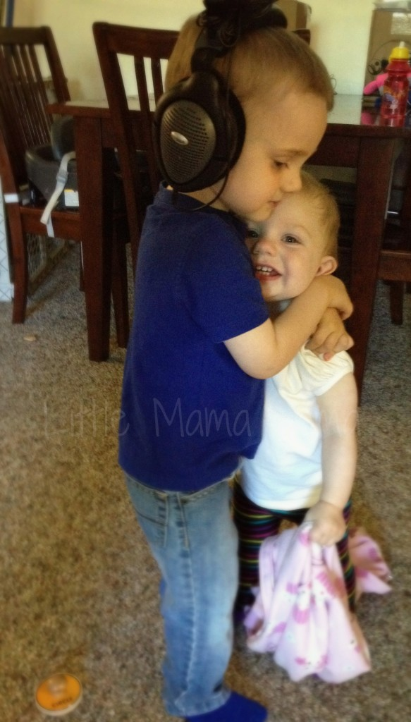 Toddler siblings hugging #LittleMamaJama