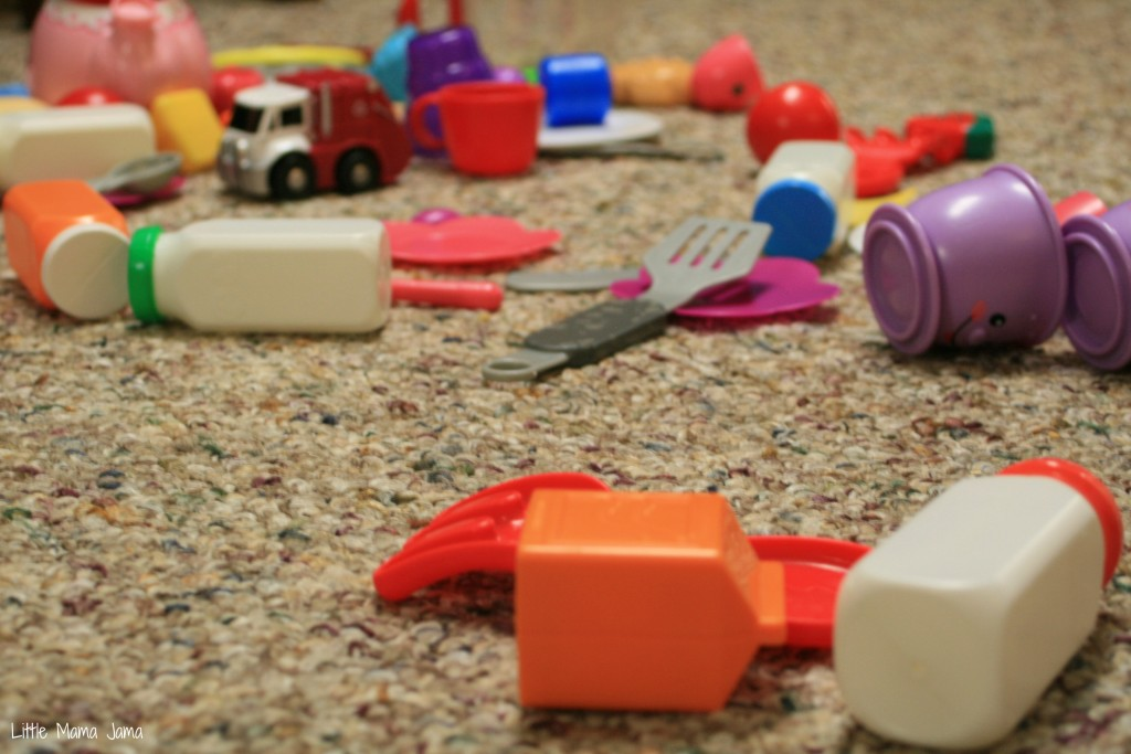 Toddlers leave a mess of toys and crumbs #GoodbyeWorry #CollectiveBias #shop