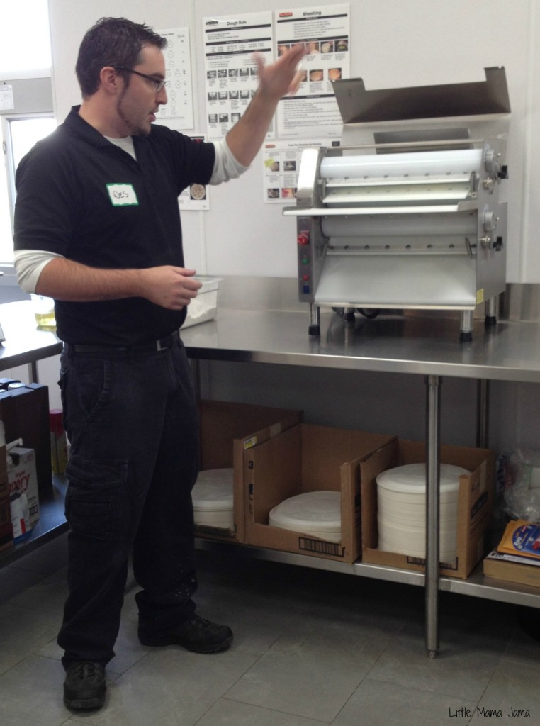 Wes shows us the sheeter #PapaMurphysMom