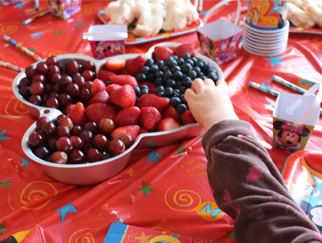 Fill a Mickey Mouse pan with fruit #DisneySide