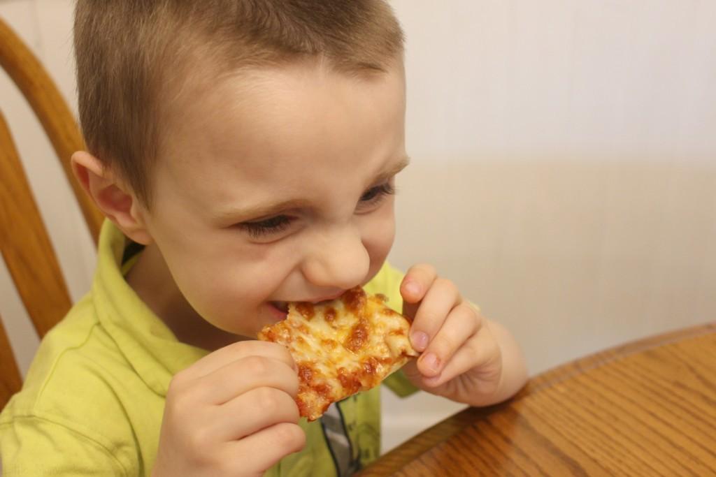 C likes Papa Murphy's cheese pizza #ad