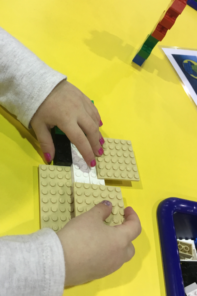 Jo Builds with LEGO