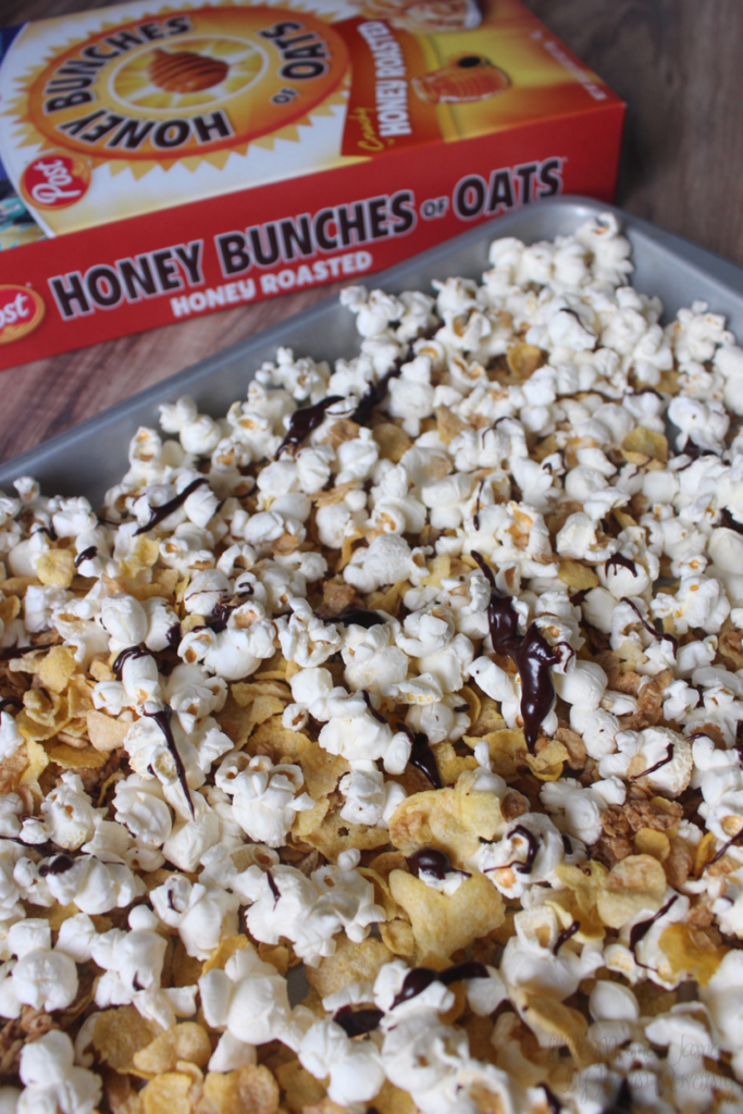 Make this easy Honey Bunches of Oats® Snack Mix! #Postfortheholidays #ad