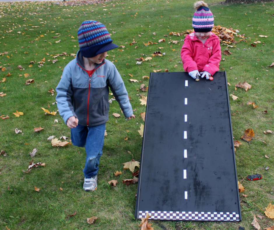 Build a race day wooden ramp for your kids to race their cars! #RaceDayRelief #ad