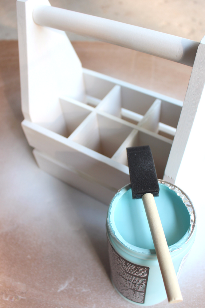 This DIY Milk Caddy will be a perfect addition to your Rustic Americana home decor! Chalk paint works magic in this DIY tutorial with a milk caddy and milk bottles. #MilkTheRealStory [ad]